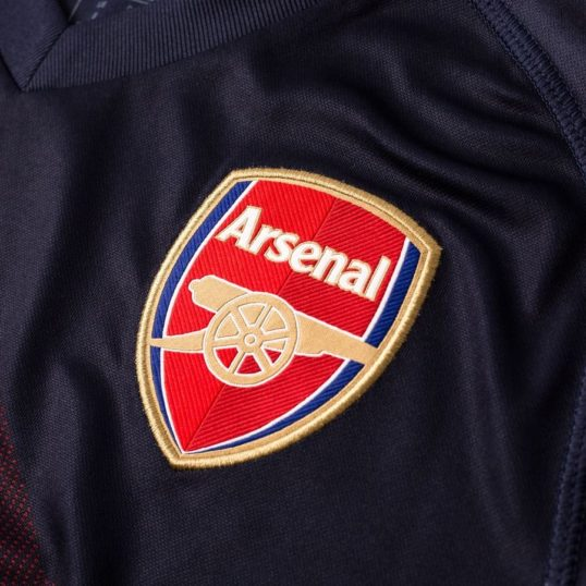 Arsenal udebanetrøje 2018-19 Arsenal logo