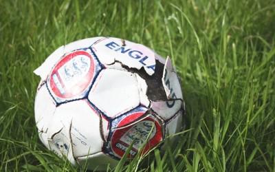 engelsk fodbold i græs