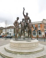 Bobby Moore statue ved Boleyn Ground - pixelhut - flickr.com
