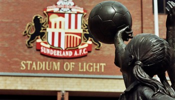 Hyldststatue til fansene - All generations come together at the Stadium of Light - Walt Jabsco - flickr.com