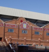 Holte End stand på Villa Park - ell brown - flickr.com