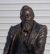 Statue af William McGregor udenfor Villa Park - En af de 12 stiftere af Aston Villa - ell brown - flickr.com