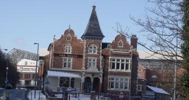 The Holte Pub - Villa Park - ell brown - flickr.com