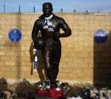 Everton FC - Statue af Dixie Dean - rambler1977 - flickr.com