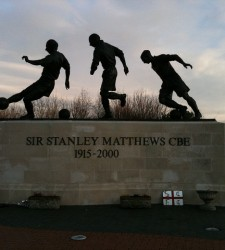 Sir Standley Matthew Statue - Stoke City - Richard_of_England - flickr