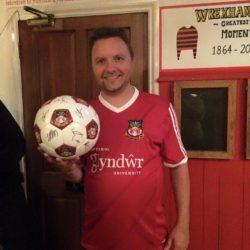Brian med kampbolden efter kampen mod Torquay Utd.